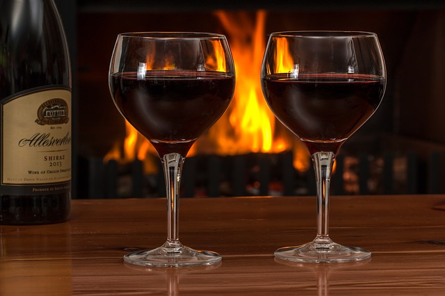 červené víno ve sklenicích.jpg